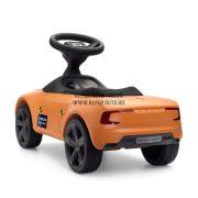 Volvo Rider narancs színű törésteszt autó